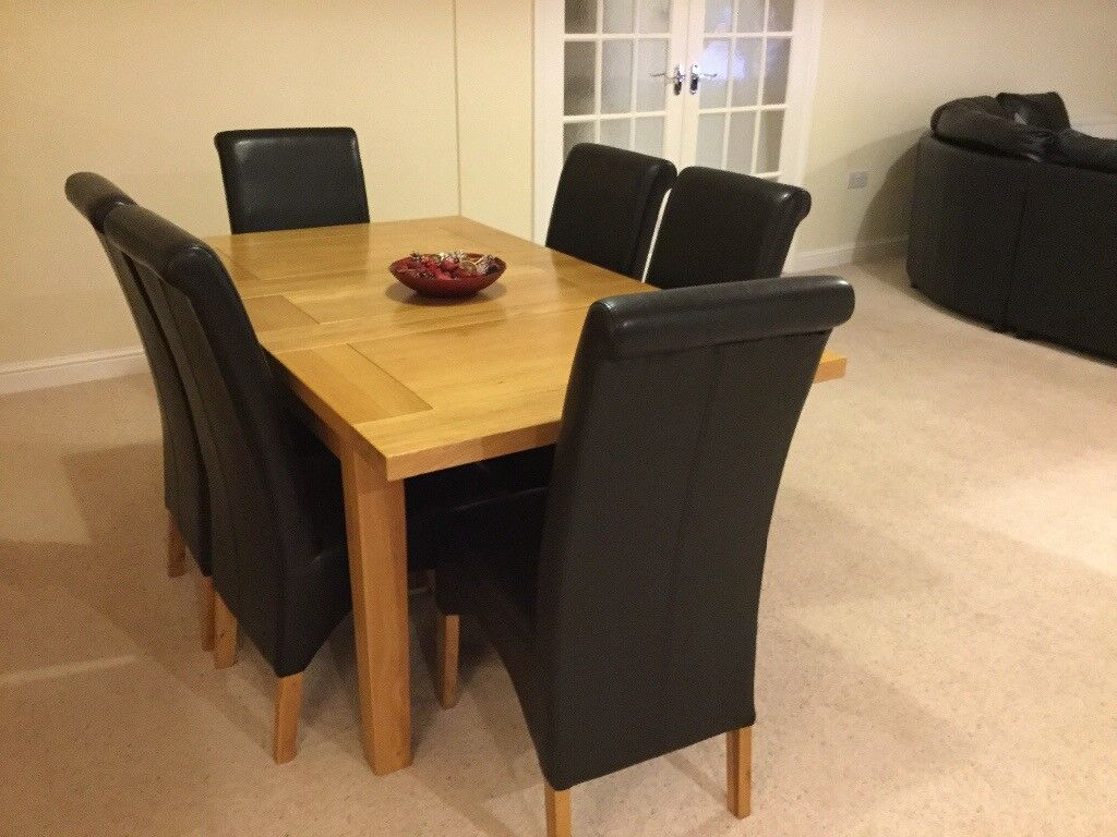 Oak Dining Table & 6 Leather Chairs