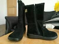 Rocket Dog boots black suede effect size 4