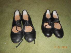 Black tapshoes toe and heel capezio size 4 and size 1 £5 each