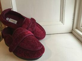wrong size Christmas gift, Cosyfeet slippers size 8, ladies,