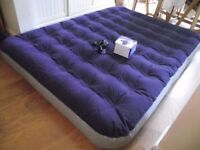 Inflatable double mattress with Regatta recharchable pump