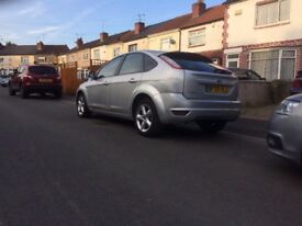 ford focus nice good car god roner tinted windows cd plaer stearing wel