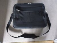 TOSHIBA LAPTOP CARRYING CASE