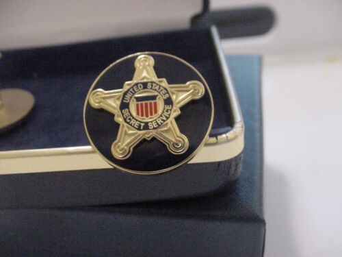 Pair of new presidential secret service cufflinks - white house division