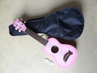 Makala Soprano Ukelele - light pink with padded gig bag and felt plectrums