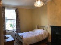 **ALL BILLS INCLUDED ** Large double room 2 minutes away from transportation, 30 minutes to London