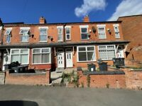 GROVE ROAD*TWO BEDROOM HOUSE*EXCELLENT LOCATION*PERFECT FOR A SMALL FAMILY*AVAILABLE IMMEDIATELY*