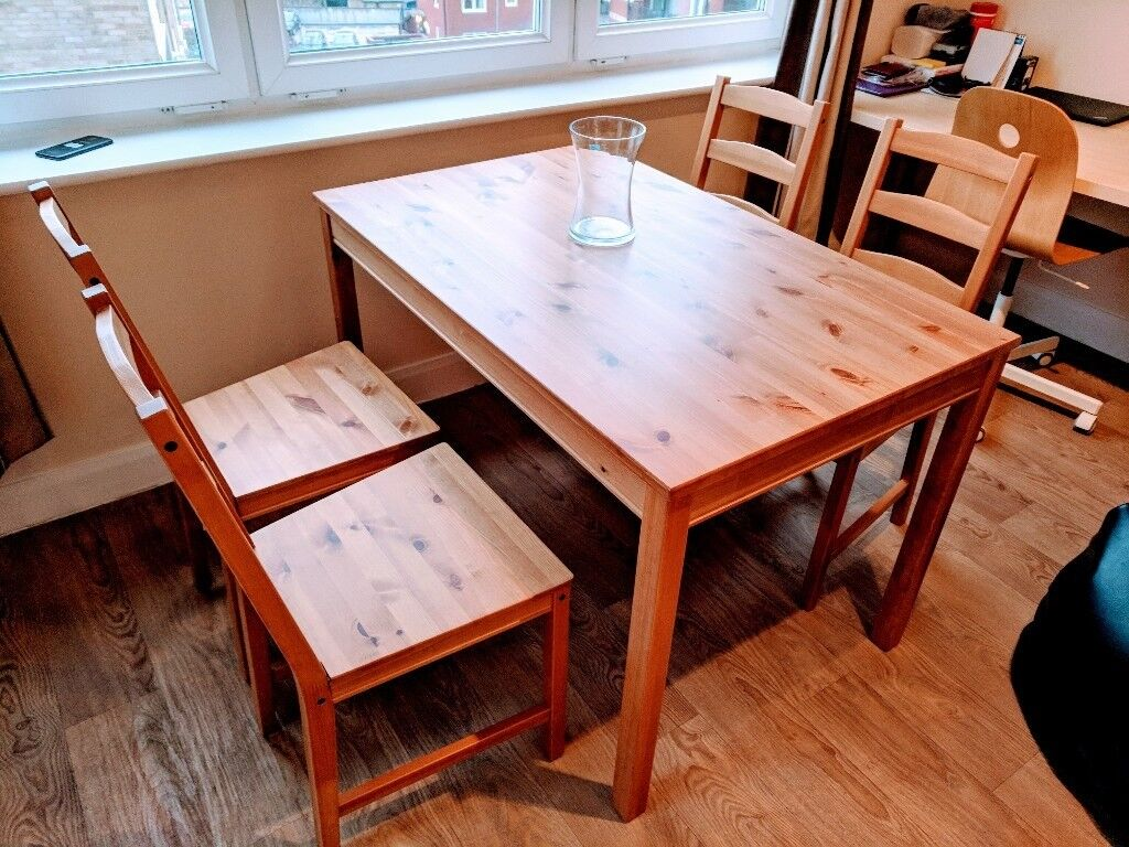 A dining table with 4 chairs as brand NEW