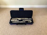 Flute with curved head; ideal for beginners