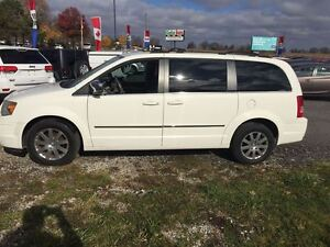 2009 Chrysler Town & Country Touring with Leather London Ontario image 2