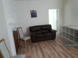 1 bedroom flat in Thrale Road, London, SW16 (1 bed) (#1104816)