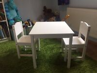 Kids table and 2 chairs in white