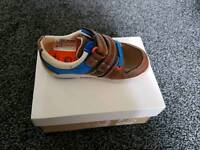 Kids Clarks shoes size 6g