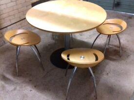 Round breakfast table + 4 stools