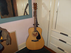 Acoustic Guitar for sale, great sound, good projection. Would suit beginner