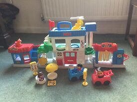 Fisher-Price Play Family Town