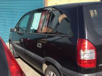 Black Vauxhall zafira