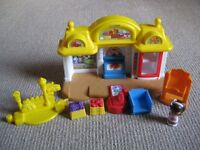 Fisher Price Little People Corner Market Playset with box