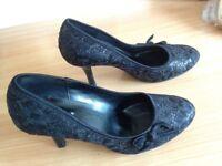Black Lace posh high heel shoes Size 6