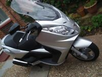 PEUGEOT SATELIS 500 SCOOTER 2009 MODEL RARE AND LOW MILEAGE