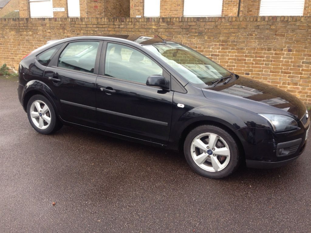 ford focus 2005 zetec 1 6 black automatic 68k miles. Black Bedroom Furniture Sets. Home Design Ideas