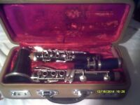 A CHEAP B flat BOEHEM CLARINET IN V.G.C. with MOUTHPIECE & CASE ++++++
