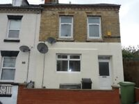 2 Storey! Very Spacious! 3 Bed Flat on Winstanley Road!