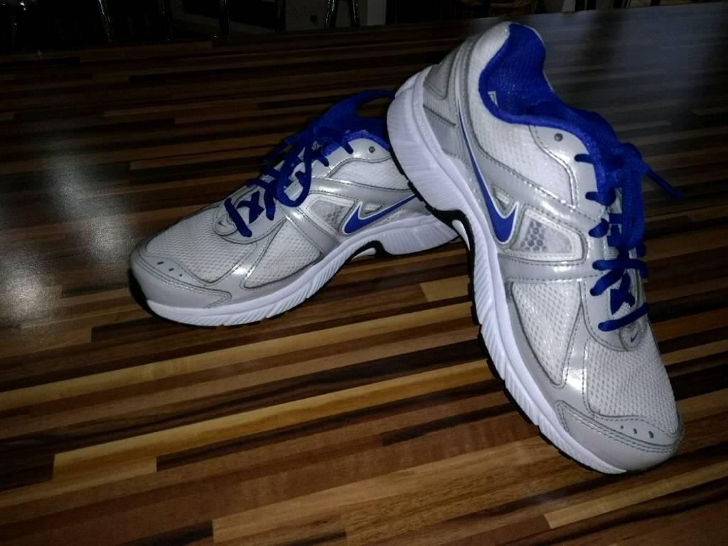 Ladies 'Nike' Dart 9 running trainers **sz5.5**