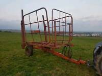 Tractor Ritchie 56 square bale squeeze lifter trailer