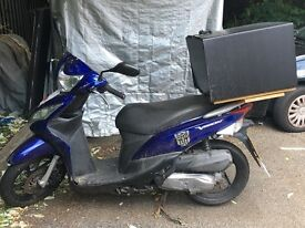 Scooter HONDA VISION (delivery box included) very good conditions