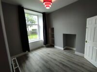 CENTRAL LARGE UNFURNISHED 2 BED+BOXROOM MAIN DOOR FLAT AVAILABLE NOW