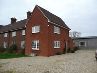 Wanborough 3 /4 bed country cottage with 3 acres paddock and barn