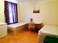 COSY TWIN/DOUBLE ROOM HABITACION DOBLE, 7 MNTS WALK EAST INDIA DLR, 5 MNT CANNING TOWN, CANARY WHARF