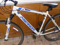 Gents Merida Crossway 10 Hybrid Bike