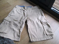 MEN'S CARGO SHORTS - FROM H&M - SIZE 32 / 34 - VGC