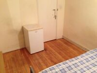 DOUBLE ROOM TO RENT AT SURREY QUAYS OR CANADA WATER ZONE 2