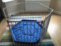 Excellent Condition Lindham Play Pen / Room divider including wall fixings