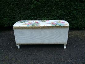 Lloyd loom vintage unit. bedroom chest or truck or ottoman. good condition