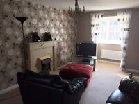 Double en suite bedroom in a 3 bedded house with only one other male who travels quite a bit.