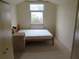 LARGE DOUBLE ROOM in a House with Jacuzzi. (£320 Inc All Bills)