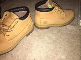 Ankle timberland boots.