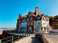 2 bedroom flat in The Parade, Sandsend, Whitby, YO21 (2 bed) (#1196099)