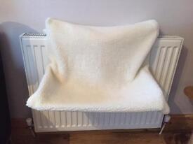 Animal radiator bed