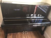 YAMAHA U1 (H2110980) Stunning upright piano with key and music books.