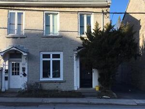 STUDENTS: GREAT LOCATION! 3 BED FOR MAY 1! 2- 87 Queen St