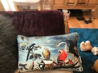 8 beautiful throw pillows and blanket