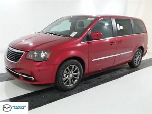 2015 Chrysler Town & Country S Model, Leather, Nav, Loaded