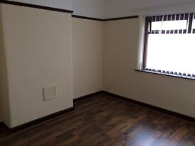 2 bed flat above shop, WA8 9LQ, gch, dg, unfurn, fit kit with O&H, ideal for single or couple