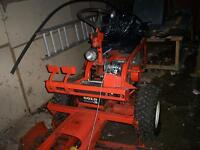 NEW PRICE $1500.00 FIRM GRAVELY ZERO TURN LAWN TRACTOR