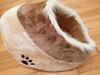 GORGEOUS IGLOO BED FOR SMALL DOG OR CAT - BRAND NEW